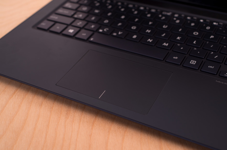 Asus-UX301L-review-design-touchpad.jpg