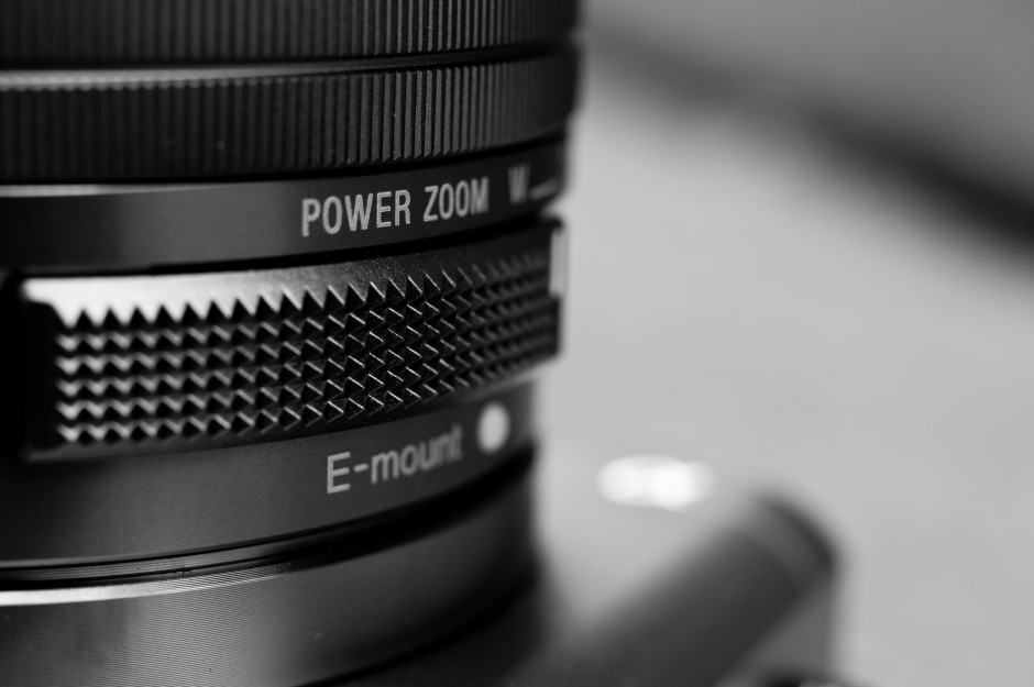 SONY-A6000-POWER-ZOOM.jpg