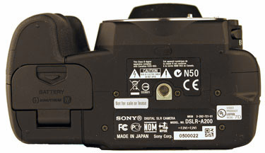 Sony-a200-bottom-375.jpg