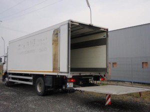 camion 7 tone cu lift