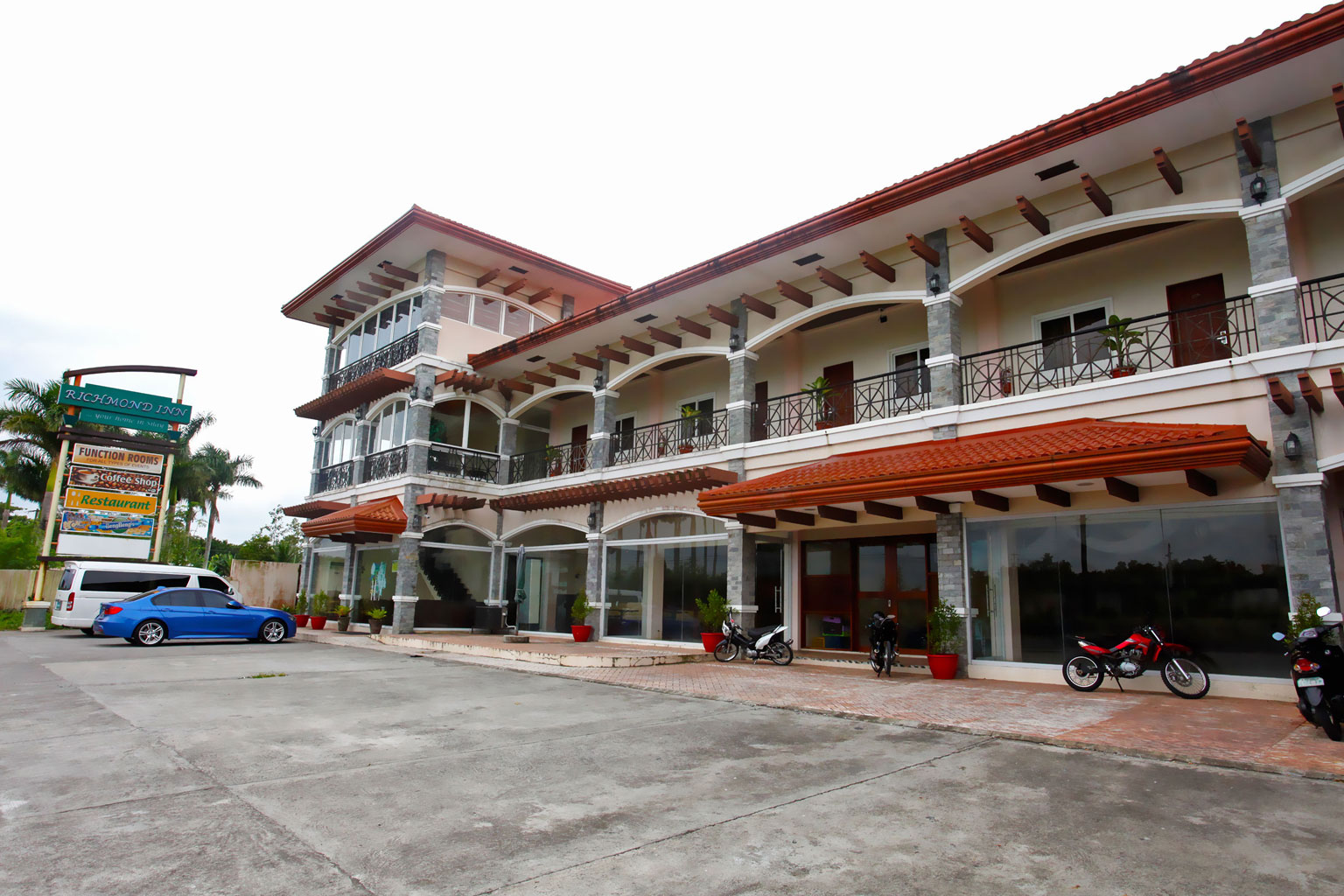 Richmond Inn allows you to experience convenience and comfort at its best