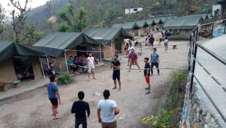 Deluxe Camp Stay + Rafting (16km)
