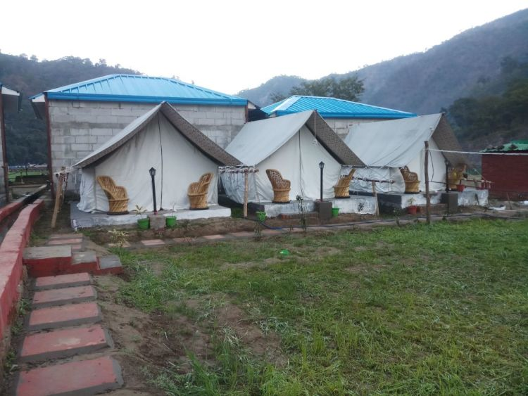 Standard Camp Stay + Rafting (16km)