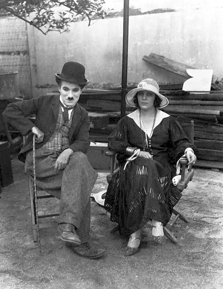 """Raquel Meller and Charlie Chaplin on the set of """"The Circus"""", 1926"""