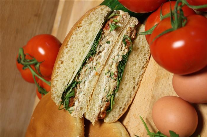 Pan Bagnat brioché (omelette)