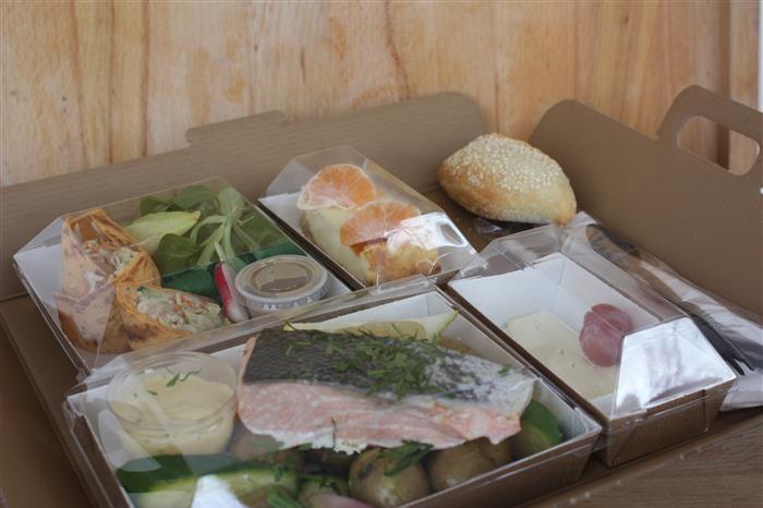 plateaux repas classique (entrée, plat poisson, dessert)