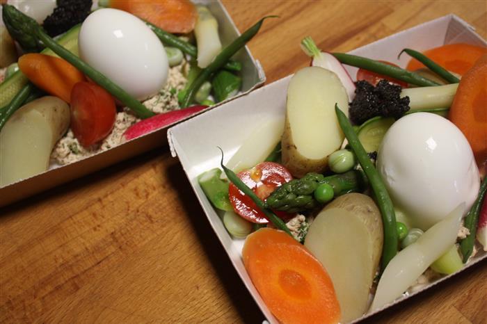 plateaux repas classique (entrée, plat végétarien, dessert)