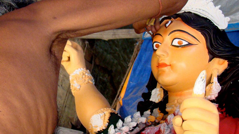 Artists making Goddess Durga Idol