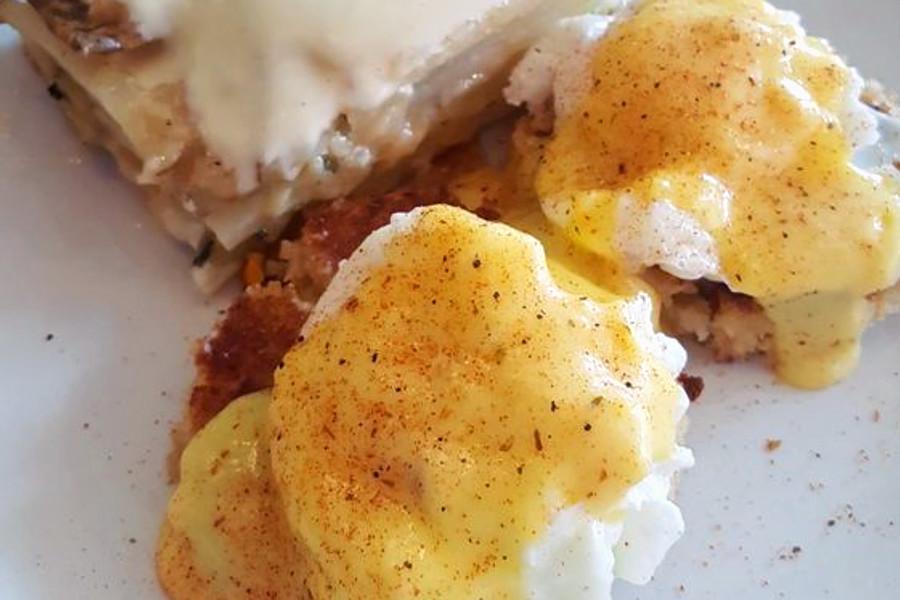 Crab Cake Eggs Benedict Chicago