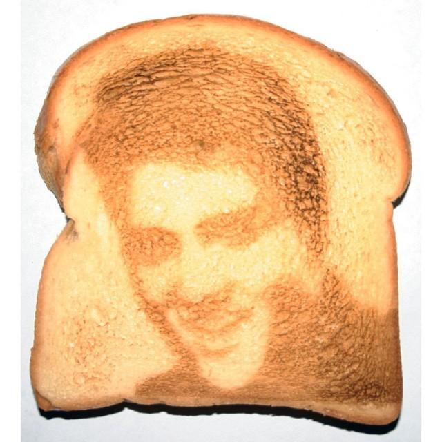 Elvis toast y0s6zg