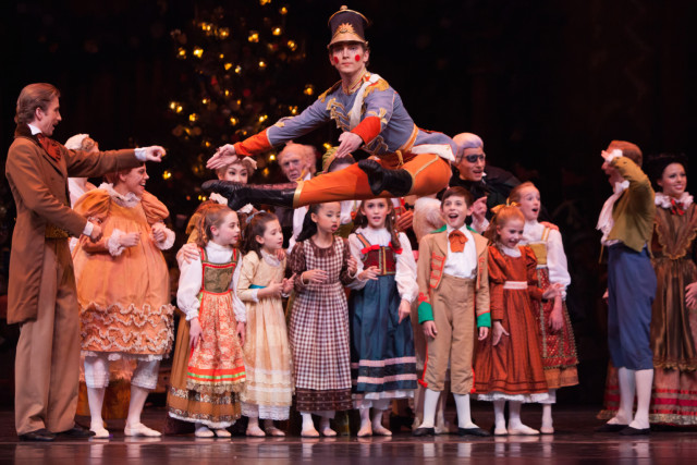 Elliott and artists of houston ballet   the nutcracker y91qc2