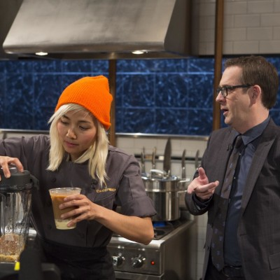 Contestant narumol poonsukwattana and host ted allen on food network s chopped fkfkcl