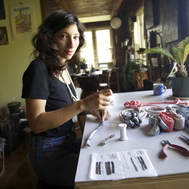 Rachelrav working q7qpfi