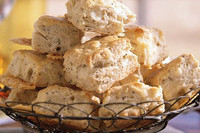 Peppery white cheddar biscuits r050401 l xukczh