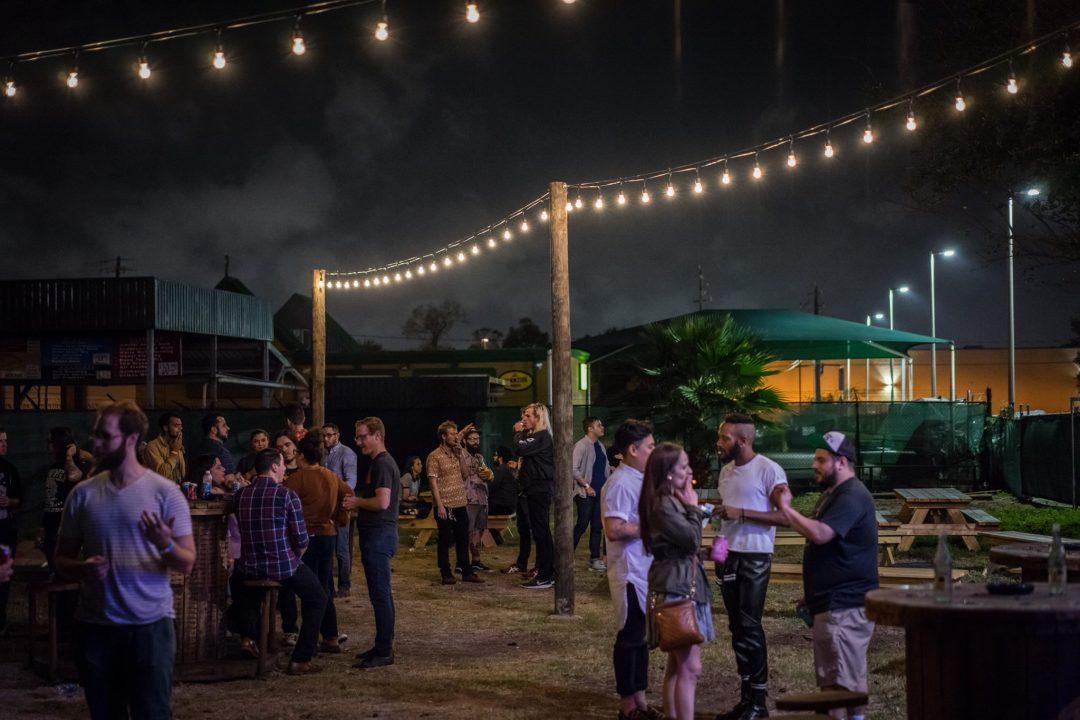 Satellite bar backyard zvdcby