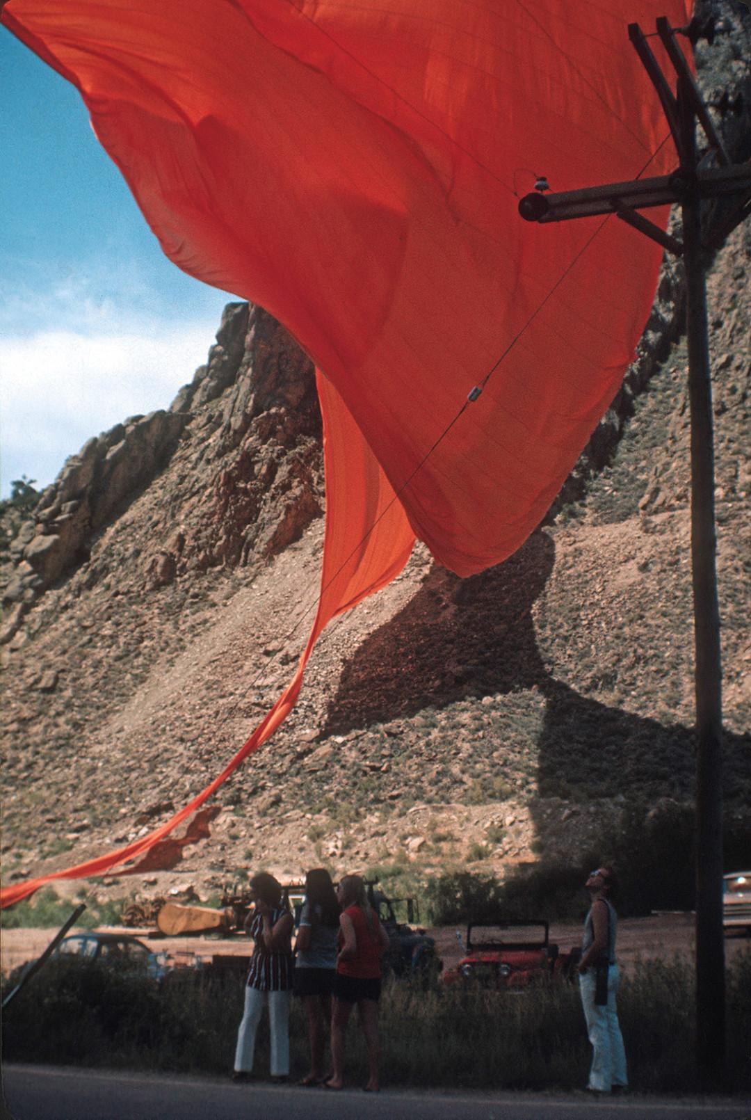 0213 avant garde christo valley curtain 2 chjdjy