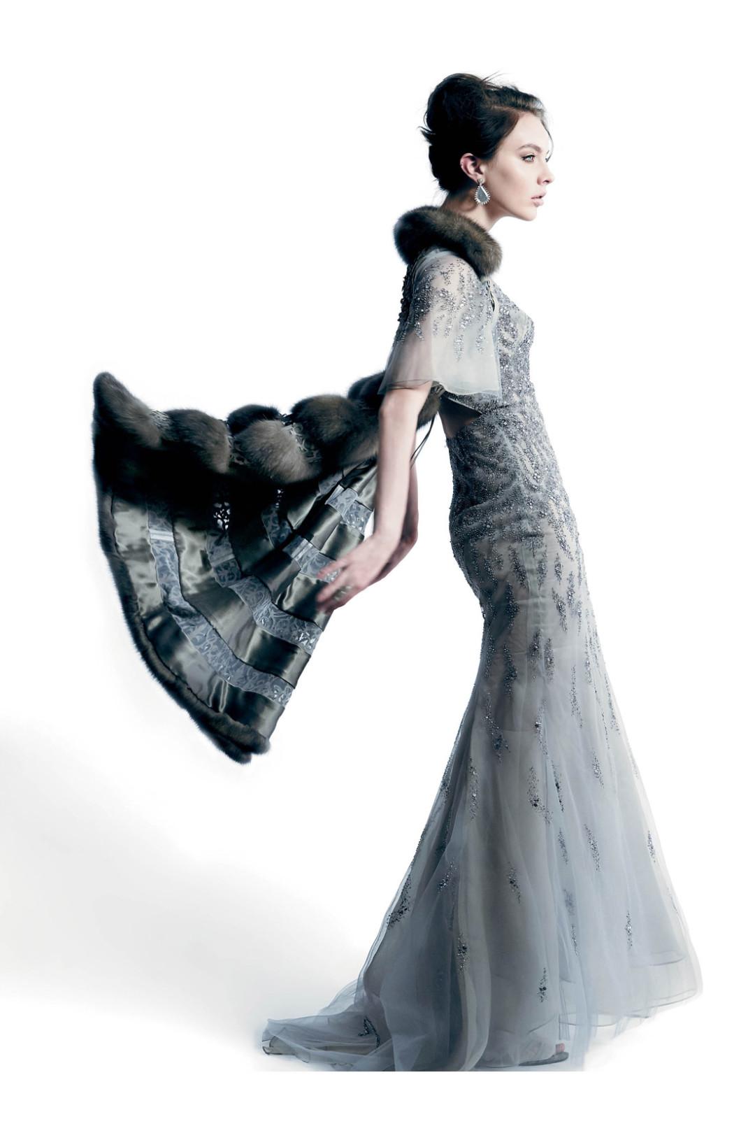 1115 winter wonders silver dress cape dadwyl