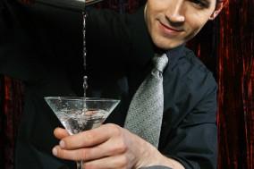 How to become a bartender image1 uljewa