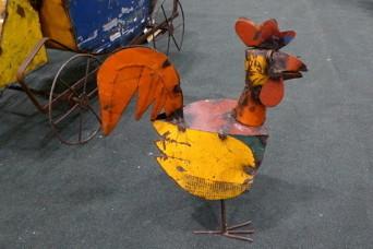 Metal chicken z18q58