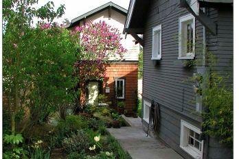 Completed backyard cottage vncp6g