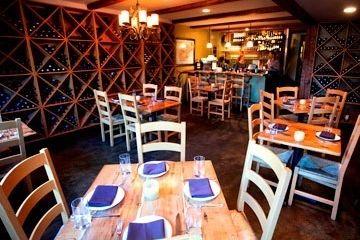 Pd wine cellar dining room fthf8t