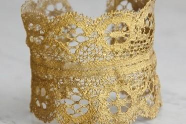 Golden lace cuff znwu7r