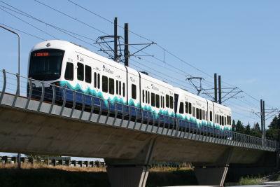 2 car train to tukwila  sound transit central link  htwnz8
