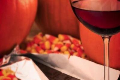 Halloween candy and wine vu9iqv
