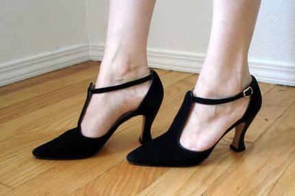 Black shoes orwtnh