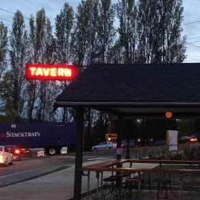 Tavern drinpg