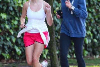 Reese witherspoon reese witherspoon jogging epixil2osd6l c8tdmc