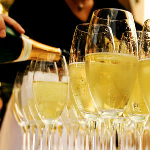 Glasses of champagne460x300 sjxput