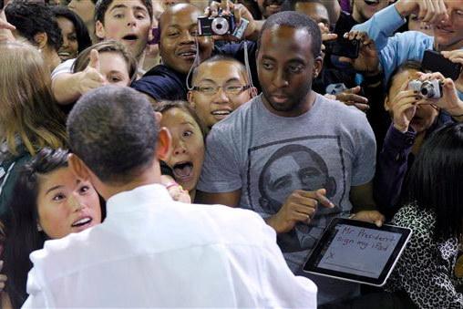 Obama ipad signing 1 zvnpyt