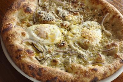 Sunshine tavern hen egg pizza ynpyhu