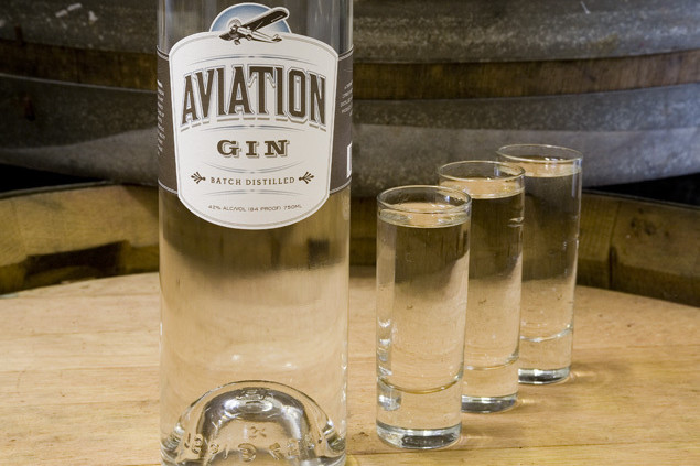 0704 pg197 pour aviation gin obv43x