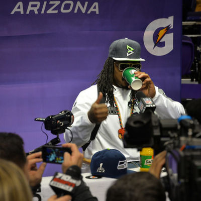 Marshawn lynch press d1x9kc