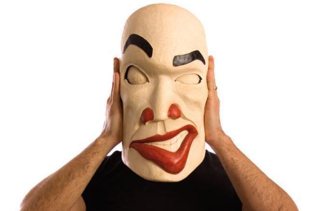 Da ka xeen mehner performing the mask 001 d53uux