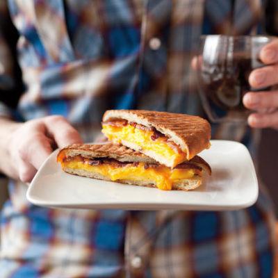 Cafe cesura breakfast sandwich eptr3t