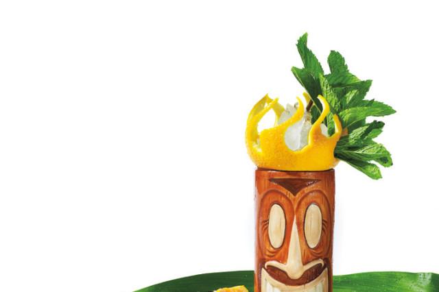 Tiki drink mango d84kbp