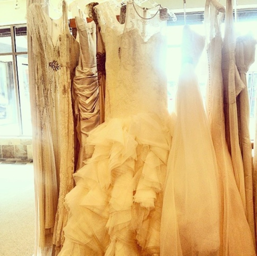 This weekend it 39 s a bridal bonanza houstonia for Wedding dress sample sale houston
