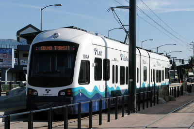 800px sound transit link light rail train giyd0q