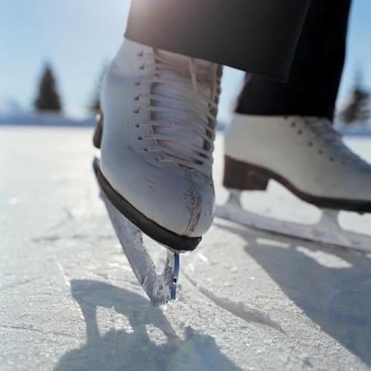 Ice skate onwzld