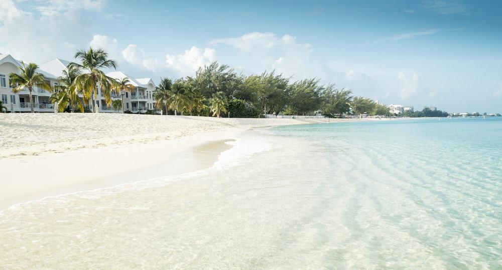Seven mile beach  negril  jamaica hm9scq