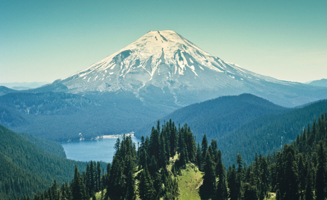 mt st helen Mount st helens or louwala-clough is an active stratovolcano located in southwest, washington, in the pacific northwest region of the united states.
