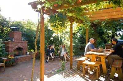 0809 pg137 habitat patio mrfhs6