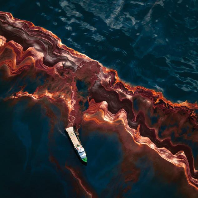 Daniel beltra oil spill painting ykduuh