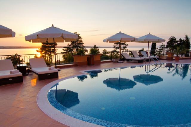 Hotel pool portland monthly mtr f3jyvc