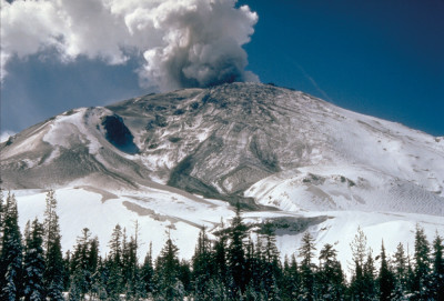 0614 mt st helens early eruption 04 10 80 dbbbth