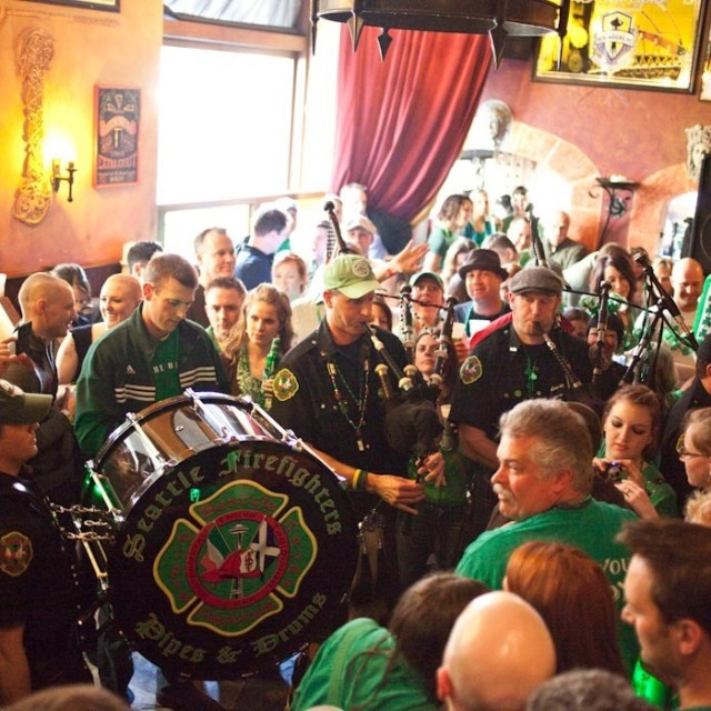 Charity  seattleonly  pipe band in pub w crowd h0xyb6