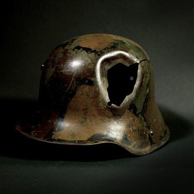 P112war helmet f4rgp5